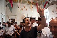 Roma, 11  Luglio 2012.Consiglio comunale in Campidoglio nell'aula Giulio Cesare per  la discussione sulla  cessione del 21% della controllata Acea, l'azienda che si occupa di acqua e servizi.Un attivista dei comitati «Acqua pubblica» contesta  il Presidente del Consiglio Comunale, Marco Pomarici