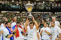 Trainer Velimir Petkovic (FAG) mit dem Pokal bei der Siegerehrung