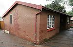 Foto: VidiPhoto<br /> <br /> SOWETO - Het voormalige huisje van Nelson Mandela in het township Soweto bij Johannesburg in Zuid-Afrika is tegenwoordig een klein museum en een toeristische attractie. De woning staat in een van de betere wijken van Soweto. Het gebied Soweto bestaat uit bijna 90 townships.