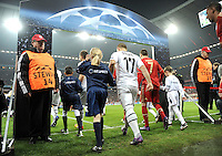 FUSSBALL   CHAMPIONS LEAGUE   SAISON 2011/2012   ACHTELFINALE RUECKSPIEL     13.03.2012 FC Bayern Muenchen - FC Basel        Xherdan Shaqiri (li, FC Basel) laeuft mit Franck Ribery (FC Bayern Muenchen) in die Allianz Arena ein