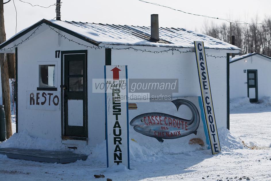 Amérique/Amérique du Nord/Canada/Québec/Mauricie/Sainte-Anne-de-la-Pérade: Enseigne cabanons de pëcheurs  sur la rivière Sainte-Anne les pécheurs   pratiquent la pêche blanche, il capturent des  poulamons dits  petits poissons des chenaux.