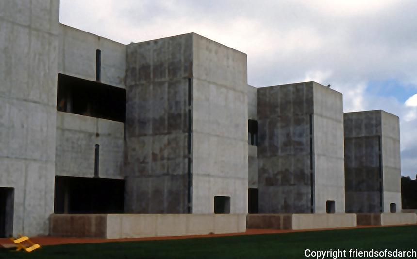 Louis I. Kahn: Salk Institute. Southern Wall. Photo 2004.