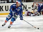 Eishockey, DEL, Deutsche Eishockey Liga 2003/2004 , 1.Bundesliga Arena Nuernberg (Germany) Nuernberg Ice Tigers - Iserlohn Roosters (7:2) Oliver Bernhardt (Iserlohn) am Puck