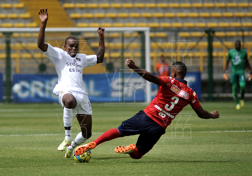 BOGOTA- COLOMBIA -06 -09-2014: Jair Palacios (Izq.) jugador de Fortaleza FC disputa el balón con Luis Lipton (Der.) jugador de Deportivo Independinete Medellin durante partido entre Fortaleza FC y Deportivo Independinete Medellin por la fecha 8 de la Liga Postobon II 2014, jugado en el Metropolitano de Techo de la ciudad de Bogota. / Jair Palacios (L) player of Fortaleza FC vies for the ball with Luis Lipton (R) player of Deportivo Independinete Medellin during a match between Fortaleza FC and Deportivo Independinete Medellin for the date 8th of the Liga Postobon II 2014 at the Metropolitano de Techo Stadium in Bogota city. / Photo: VizzorImage  / Luis Ramirez / Staff.