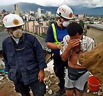 1/28/99 AL DIAZ/HERALD STAFF--COLOMBIAN EARTHQUAKE, Miami-Dade Fire Rescue.