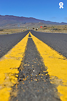Dividing Line on Highway to Mauna Kea Volcano (Licence this image exclusively with Getty: http://www.gettyimages.com/detail/84869034 )