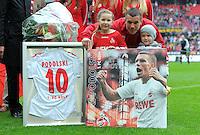 FUSSBALL   1. BUNDESLIGA  SAISON 2011/2012   34. Spieltag 1. FC Koeln - FC Bayern Muenchen        05.05.2012 Lukas Podolski (1. FC Koeln) wird vom Verein mit einem Bild und einem Trikot verabschiedet