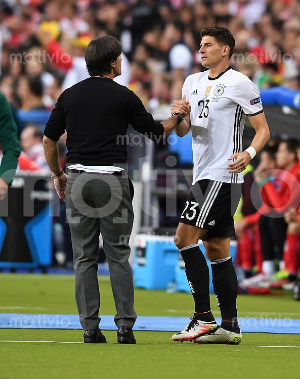 FUSSBALL EURO 2016 GRUPPE C IN PARIS Deutschland - Polen    16.06.2016 Trainer Joachim Loew (li) und Mario Gomez (re, beide Deutschland)