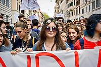 Roma 9 Ottobre 2015<br /> Centinaia di studenti sono scesi in piazza a Roma per protestare contro la riforma della scuola  &quot;La buona Scuola&quot; del Governo Renzi. <br /> Rome October 9, 2015<br /> Hundreds of students took to the streets in Rome to protest against school reform &quot;Good School&quot; built by Italian Prime Minister Matteo Renzi.