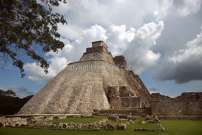 The Temple of the Magician or House of the Dwarf, c. 900 AD, Puuc architecture, Uxmal late classical Mayan site, flourished between 600-900 AD, Yucatan, Mexico. Picture by Manuel Cohen