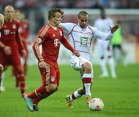 FUSSBALL  DFB POKAL       SAISON 2012/2013 FC Bayern Muenchen - 1 FC Kaiserslautern  31.10.2012 Xherdan Shaqiri (li, FC Bayern Muenchen) gegen Mimoun Azaouagh (1. FC Kaiserslautern)