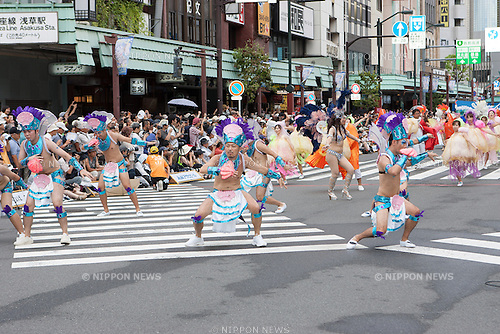 August 23, 2014, Tokyo, Japan - Samba dancers parade through the streets of Tokyo's Asakusa district during the 33rd Asakusa Samba Carnival on Saturday, August 23, 2014. Approximately 4,700 dancers performed in the Carnival before tens of thousands of bystanders. (Photo by Michael Steinebach/AFLO)