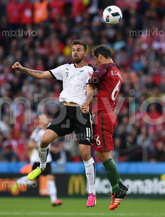 FUSSBALL EURO 2016 GRUPPE F IN PARIS Portugal - Oesterreich      18.06.2016 Martin Harnik (li, Oesterreich) gegen Ricardo Carvalho (re, Portugal)