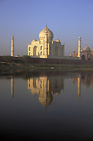 India, Uttar Pradesh, Taj Mahal reflected in the Yamuna River