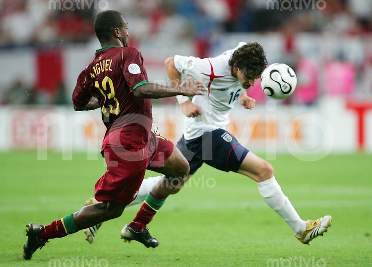 Fussball WM 2006        England - Portugal Owen HARGREAVES (rechts, ENG) im Zweikampf mit MIGUEL (links, POR).