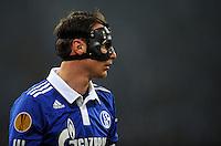 FUSSBALL   EUROPA LEAGUE   SAISON 2011/2012  SECHZEHNTELFINALE FC Schalke 04 - FC Viktoria Pilsen                          23.02.2012 Benedikt Hoewedes (FC Schalke 04) mit Maske