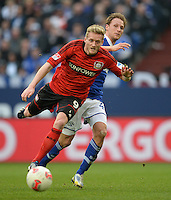 FUSSBALL   1. BUNDESLIGA   SAISON 2012/2013    29. SPIELTAG FC Schalke 04 - Bayer 04 Leverkusen                        13.04.2013 Andre Schuerrle (li, Bayer 04 Leverkusen) enteilt Benedikt Hoewedes (re, FC Schalke 04)