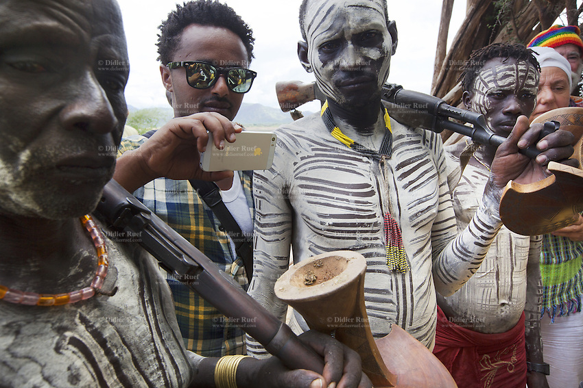 Ethiopia omo valley kara tribe warriors weapons body for African body decoration