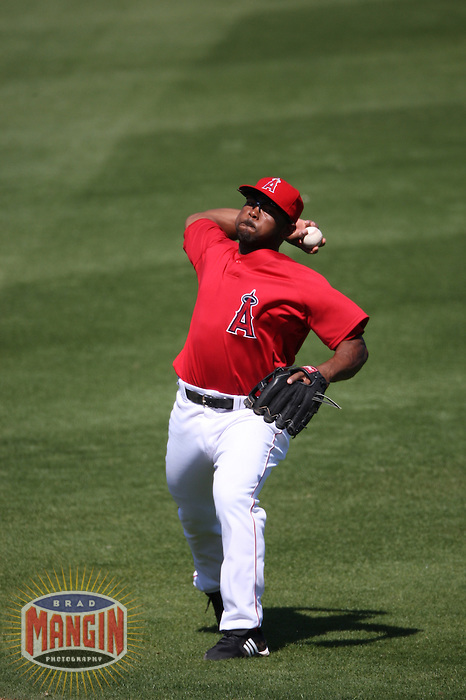 TEMPE, AZ - MARCH 15:  Howie Kendrick of the Los Angeles Angels of Anaheim plays defense at second base during a spring training game against the Oakland Athletics at Tempe Diablo Stadium in Tempe, Arizona on March 15, 2009.  Photo by Brad Mangin