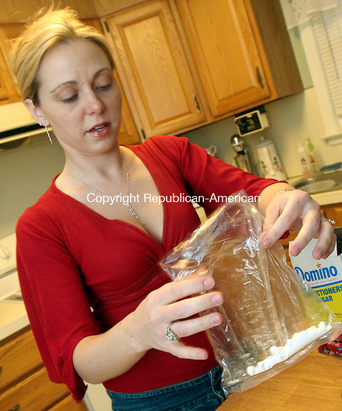 """WATERBURY, CT-01December 2006-120106TK12- Jamie Pitalsky portrays """"Jamie King"""" in the crime film production prepares a prop comprised of powdered sugar to simulate cocaine in the film. Tom Kabelka Republican-American (Jamie Pitalsky)"""