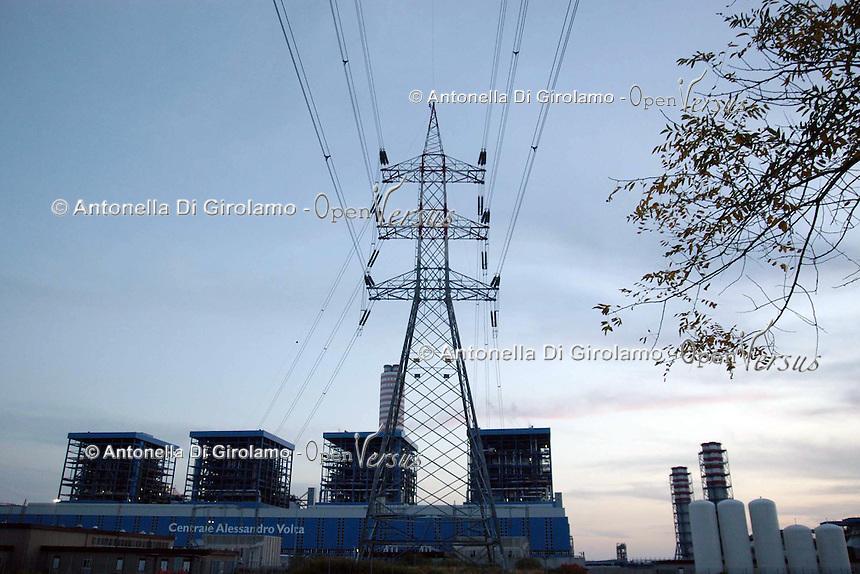 È il più grande impianto termoelettrico italiano ( 3600 MW) ed è costituito da quattro sezioni ciascuna delle quali è composta da un gruppo a vapore e da due gruppi turbogas..It is the largest Italian thermoelectric plant (3600 MW) and consists of four sections each of which consists of a steam and two gas turbine engines..