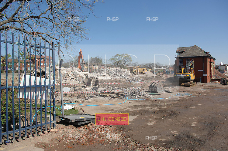 Blackpool 02.05.07.Devonshire Rd Hospital Demolition-Coleridge Rd exit view east.