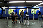 Bilheteria blindada. Estação do metrô. São Paulo. 2009. Foto de Juca Martins.