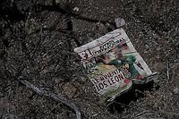 Sonora desert Mexico Arizona  illegal mexican immigrants Traces, objects let during the desert march<br /> Tracce, giornale sportivo abbandonato durante la traversata del deserto da immigrati clandestini messicani nel tentativo di espatriare illegalmente negli Stati Uniti