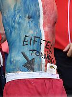 FUSSBALL WM 2014  VORRUNDE    GRUPPE E     Schweiz - Frankreich                   20.06.2014 Dieser Fan verortet den Eiffelturm an einer Stelle, wo wir ihn nicht in Erinnerung haben.