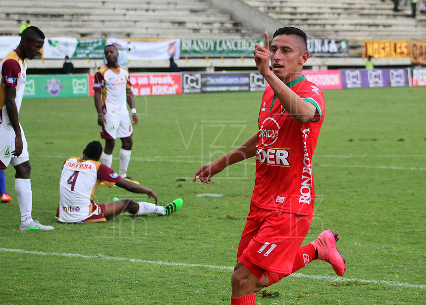 TUNJA -COLOMBIA-1-MAYO-2016. Mauricio Gomez de Patriotas FC celebra su gol contra el Tolima durante partido por la fecha 16 de Liga Águila I 2016 jugado en el estadio La Independencia./ Mauricio Gomez of Patriotas FC celebrates his goal against of Tolima during the match for the date 16 of the Aguila League I 2016 played at La Independencia stadium in Tunja. Photo: VizzorImage / César Melgarejo  / Contribuidor