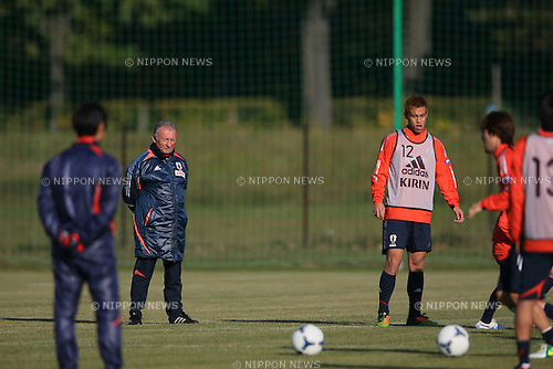 (L to R) .  Alberto Zaccheroni (JPN), .Keisuke Honda (JPN), .OCTOBER 14, 2012 - Football /Soccer : .Japan national team training .at Akademia Wychowania Fizycznego We Wroclawiu, .Wroclaw, Poland. .(Photo by YUTAKA/AFLO SPORT) [1040]
