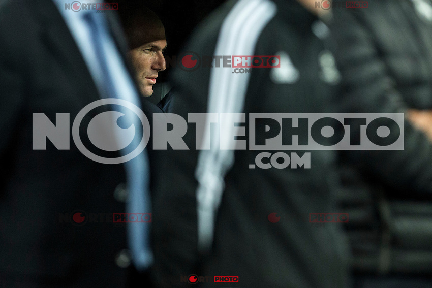Real Madrid's coach Zinedine Zidane during the match of UEFA Champions League group stage between Real Madrid and Legia de Varsovia at Santiago Bernabeu Stadium in Madrid, Spain. October 18, 2016. (ALTERPHOTOS/Rodrigo Jimenez) /NORTEPHOTO.COM