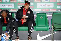 FUSSBALL   1. BUNDESLIGA   SAISON 2011/2012   19. SPIELTAG Werder Bremen - Bayer 04 Leverkusen                    28.01.2012 Michael Ballack (Bayer 04 Leverkusen) sitzt zu Beginn des Spiels auf der Ersatzbank