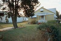 1990 December..Conservation.Ballentine Place..BEFORE REHAB.2648 MCKANN AVENUE.EXTERIOR BACKYARD RIGHTSIDE.OWNER: MARY HUNTER...NEG#.NRHA#..