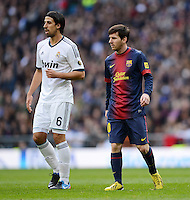 FUSSBALL  INTERNATIONAL  PRIMERA DIVISION  SAISON 2012/2013   26. Spieltag  El Clasico   Real Madrid  - FC Barcelona        02.03.2013 Lionel Messi (re, Barca) und Sami Khedira (Real Madrid)