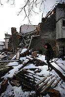 Terremoto del L'Aquila un' anno dopo. Earthquake L'Aquila one year after.Miranda Perilli fiorista, davanti le macerie della sua casa..Miranda Perilli florist in front of the rubble of her house...
