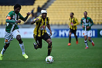 Rolieny Bonevacia and Kew Raffique Jaliens in action during the A League - Wellington Phoenix v Newcastle Jets Game at Westpac Stadium, Wellington, New Zealand on Sunday 26 October 2014. <br /> Photo by Masanori Udagawa. <br /> www.photowellington.photoshelter.com.