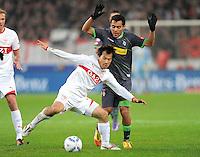 FUSSBALL   1. BUNDESLIGA  SAISON 2011/2012   19. Spieltag   29.01.2012 VfB Stuttgart - Borussia Moenchengladbach    Shinji Okazaki (li, VfB Stuttgart) gegem Juan Arango (Borussia Moenchengladbach)
