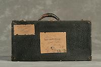 Willard Suitcases / Agnes K / ©2014 Jon Crispin