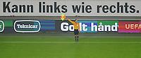FUSSBALL   EUROPA LEAGUE   SAISON 2012/2013    VfB Stuttgart - FC Kopenhagen   25.10.2012 Schiedsrichter Assistent Antonio Manuel Albino Godinho (Portugal) zeigt Einwurf an vor einem Werbeplakat; Kann links wie rechts.