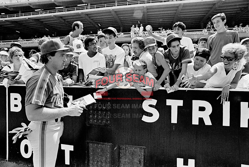 New York Mets catcher Gary Carter before a game against the Los Angeles Dodgers at Dodger Stadium during the 1987 season in Los Angeles,California.(Larry Goren/Four Seam Images)