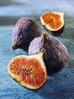 Fresh whole & cut figs