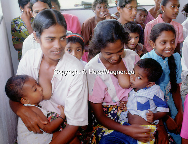 (97/18/19)-Anuradhapura-Sri Lanka - January 08, 1997 -- Women breastfeeding their boys during a village meeting; FNS/SAN, rural, people -- Photo: © HorstWagner.eu