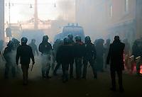 Roma 14 Dicembre 2010.Manifestazione contro il Governo Berlusconi. La polizia fronteggia i manifestanti alla fine di via del Corso verso piazza del Popolo..