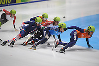 SHORTTRACK: DORDRECHT: Sportboulevard Dordrecht, 24-01-2015, ISU EK Shorttrack, 1500m Men Final A, Thibaut FAUCONNET (FRA | #19), Daan BREEUWSMA (NED | #49), Sandor LIU SHAOLIN (HUN | #37), Semen ELISTRATOV (RUS | #61), Sjinkie KNEGT (NED | #51), ©foto Martin de Jong