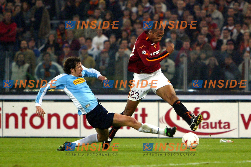 Roma 9/11/2003 <br /> Roma Lazio 2-0 <br /> John Carew (Roma) contrastato da Paolo Negro (Lazio)<br /> John Carew (Roma) challenged by Paolo Negro (Lazio)<br /> Foto Andrea Staccioli Insidefoto
