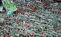 FUSSBALL   1. BUNDESLIGA   SAISON 2012/2013    33. SPIELTAG SV Werder Bremen - Eintracht Frankfurt                   11.05.2013 Fans in der Ostkurve in Bremen