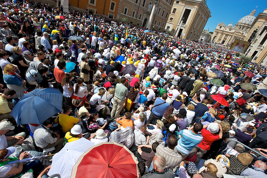 1.5 millions pilgrims gather in Rome to attend the beatification of Karol Wojityla in St Peter by Joseph Ratzinger