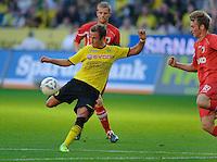 Fussball Bundesliga Saison 2011/2012 8. Spieltag Borussia Dortmund - FC Augsburg V.l.: Mario GOETZE (BVB), Jan CALLSEN-BRACKER (Augsburg).