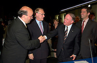 June 6 , 2002, Montreal, Quebec, Canada<br /> Frank Zampino, Montreal City Executive Commitee (L) <br /> Gerald Tremblay, Montreal (new) Mayor (M-L)<br /> Bernard Landry, Quebec Premier (M-R), <br /> Andre Boisclair, Quebec Minister Municipal Affairs, Quebec Minister Environment<br /> shake hands after signing a partnership agreement between the Quebec Gouvernment and the <br /> new City of Montreal (after all cities on the Montreal islanf merged with Montreal City), <br /> at the closing of the Montreal Summit (Le Sommet de Montr&Egrave;al), June 6, 2002<br />  <br /> Mandatory Credit: Photo by Pierre Roussel- Images Distribution. (&copy;) Copyright 2002 by Pierre Roussel <br /> ON SPEC<br /> NOTE l Nikon D-1 jpeg opened with Qimage icc profile, saved in Adobe 1998 RGB.